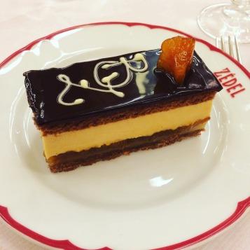 Gâteau aux Poires et Caramel Salé